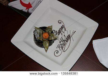 Bolo de aniversário feito pelo hotel para a surpresa