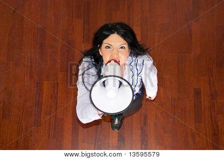 Vista superior da mulher de negócios com megafone