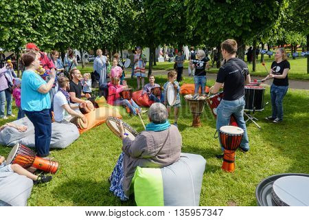 MOSCOW - JUNE 4: People drumming on International Jazz Festival