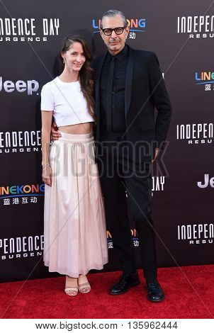 LOS ANGELES - JUN 20:  Jeff Goldblum & Emilie Livingston arrives to the