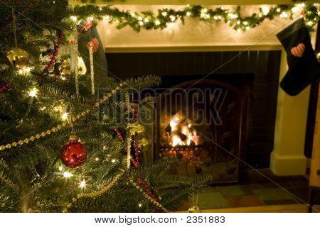 Árvore de Natal e lareira