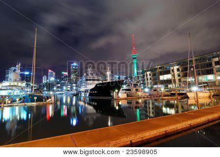 Auckland city en la noche