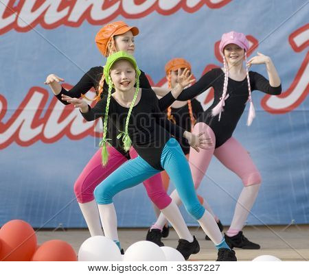 Ensemble Of Culture Dance Rainbow Kids