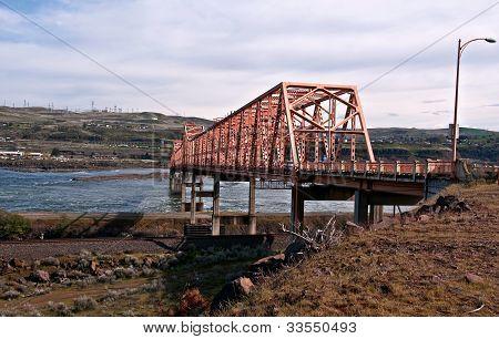 The Dalles Steel Bridge Over The Columbia River Washington Lands