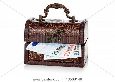 Brust mit Euro-Währung innerhalb