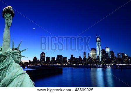 New York skyline and Liberty Statue, NY, USA