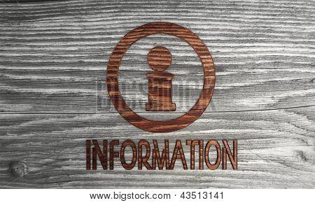 Símbolo de informações em um fundo de madeira