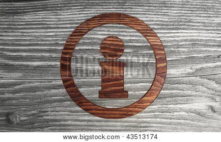 Informação ecológica símbolo n um fundo de madeira