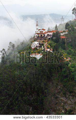 Vista de aéreo de iglesia de Monserrate