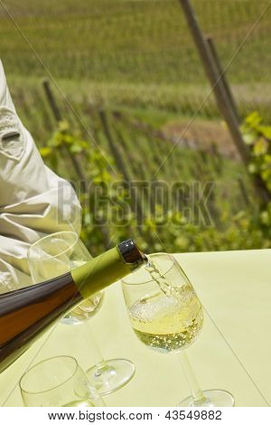 pouring german riesling in summer