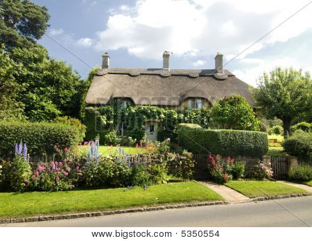 Charming English Countryside Cottage