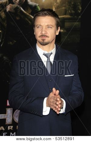 LOS ANGELES - NOV 4: Jeremy Renner at the Marvel's 'Thor: The Dark World' Premiere at the El Capitan Theatre on November 4, 2013 in Los Angeles, California
