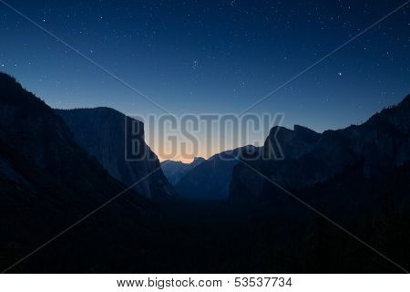 Yosemite valley by night under the stars