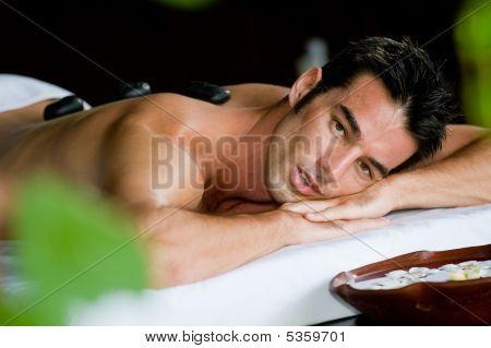 Mann im spa