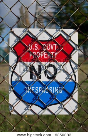 Us Government Property No Trespassing Sign