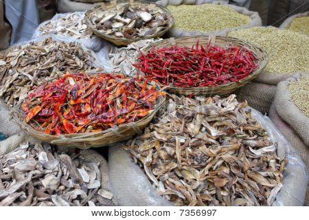Gewürze auf dem indischen Markt