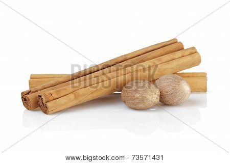 True Ceylon Cinnamon Sticks With Nutmeg