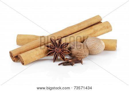 True Ceylon Cinnamon Sticks With Nutmeg, Cloves And Anise
