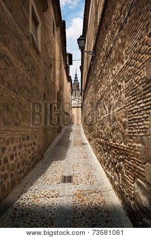 Narrow lane in old town of Toledo, Spain