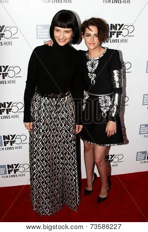 NEW YORK-OCT 8: Actress Juliette Binoche (L) and Kristen Stewart attend the