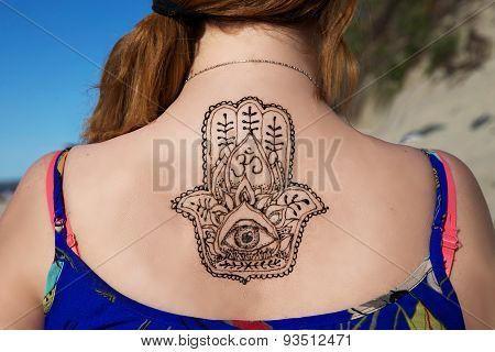 henna tattoo mehendy painted on back hamsa