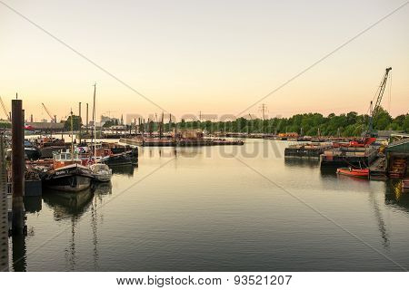 Sundown in the harbor of Hamburg