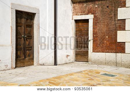 Santo Antonino  Varese  The Old Door Sunny Day