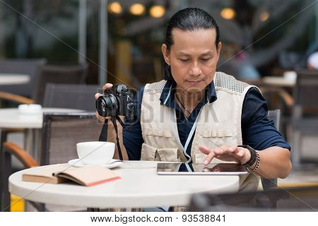 Photographer with tablet computer