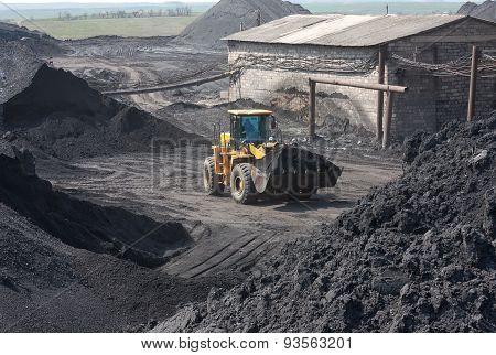 Wheel Loader Machine Loading Coal