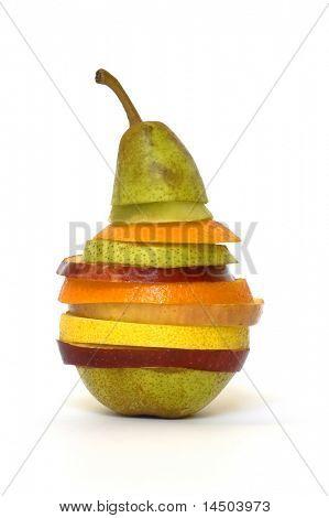 einen ganz besonderen Obstsalat mit einige Scheiben von verschiedenen frischen Früchten hergestellt