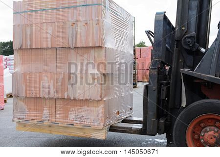 With a forklift pallet brick is transported