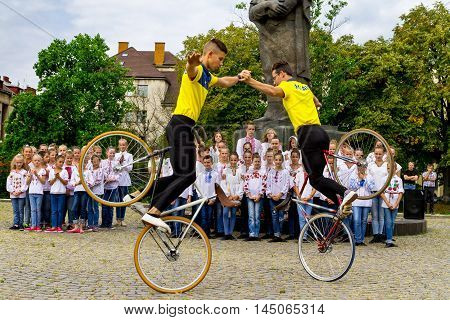 Students section of artistic cycling show stunts in the transfer of new school buses to representatives of educational institutions in four districts of the Transcarpathian region Uzhgorod August 30 2016.