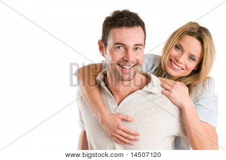 Junge Lächelnder Mann huckepack seine schöne Freundin isoliert auf weißem Hintergrund mit textfreiraum