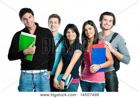 Groep gelukkige jonge tiener studenten permanent en lachend met boeken en tassen geïsoleerd op witte ba
