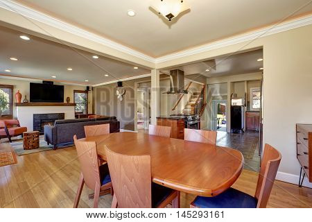Craftsman Kitchen And Dining Combo With Soft Beige Walls