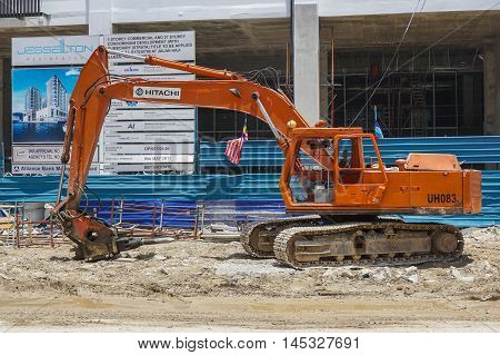 Kota Kinabalu,Sabah-Aug 30,2016:Excavators machine construction at Kota Kinabalu,Sabah on 30th Aug 2016.The machine drove the sheet pile to the earth using vibrated hydraulic arm.