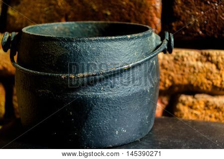 caldeirão preto utilizado para festa das bruxas