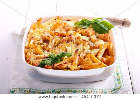 Chicken breast and cheese rigatoni bake in a tin