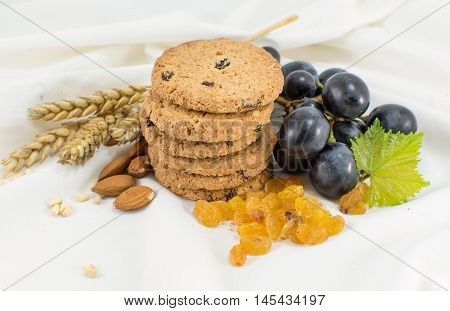 Integral Cookies With Grapes And Almonds