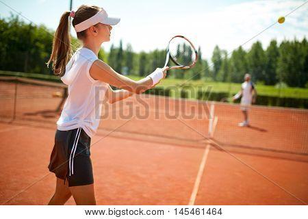 Girl playâ??s tennis on open