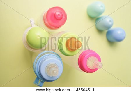 children's feeding bottles with silicone and latex nipples