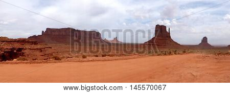rock formations in Monument Valley in Utah in the United States panoramic/Panoramic in the Monument Valley