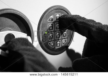 Thieves breaking safe