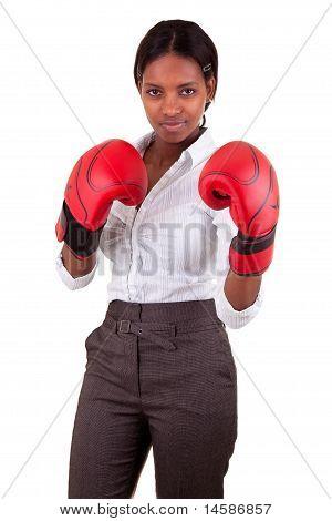 junge schwarze Frau Handschuhe tragen