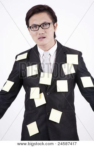Empresario en notas adhesivas