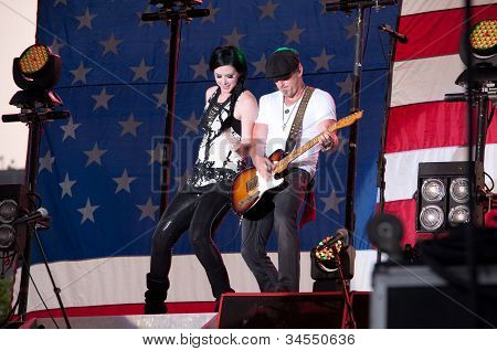 Thompson Square performs