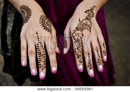 Indian Henna application artwork