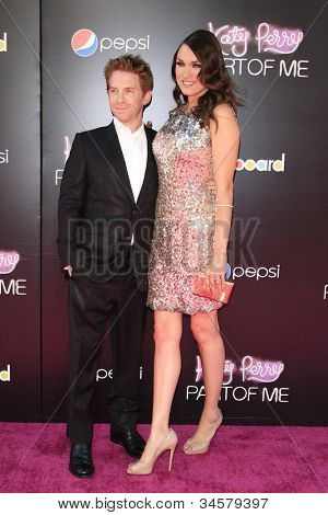 LOS ANGELES - JUN 26: Seth Green, Clare Grant at the premiere of Paramount Insurge's 'Katy Perry: Part Of Me' held on June 26, 2012 in Hollywood, Los Angeles, California
