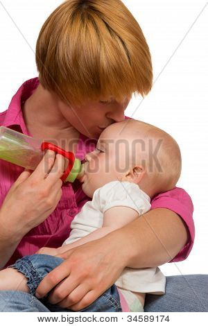 Junge Mutter Bottlefeeding Kind