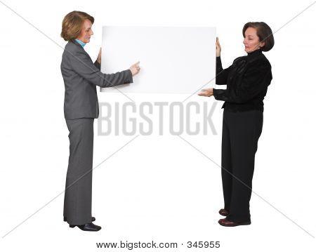 Business-Frauen halten Banner 2